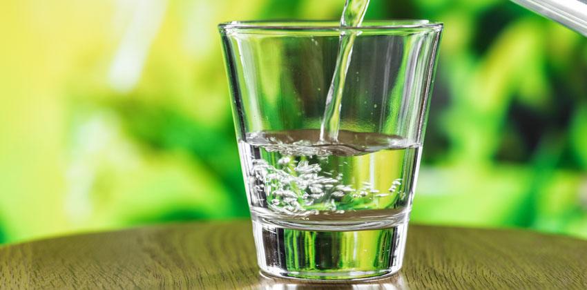 نوشیدن آب باعث دفع آب اضافی می شود