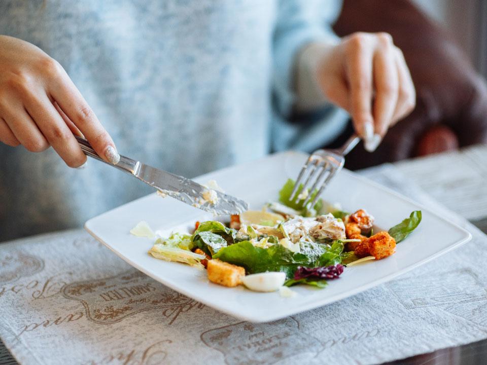 با آهسته غذا خوردن لاغر شوید